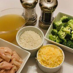 Ninja Foodi chicken, Ninja Foodi dinner, Ninja Foodi recipe, Ninja Foodi rice, Ninja Foodi chicken and rice, Instant Pot Super Cheesy Chicken with Broccoli and Rice, Instant Pot Chicken, The Tasty Travelers