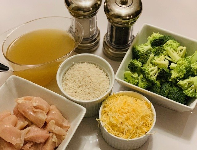Instant Pot Super Cheesy Chicken with Broccoli and Rice, Instant Pot Chicken, The Tasty Travelers