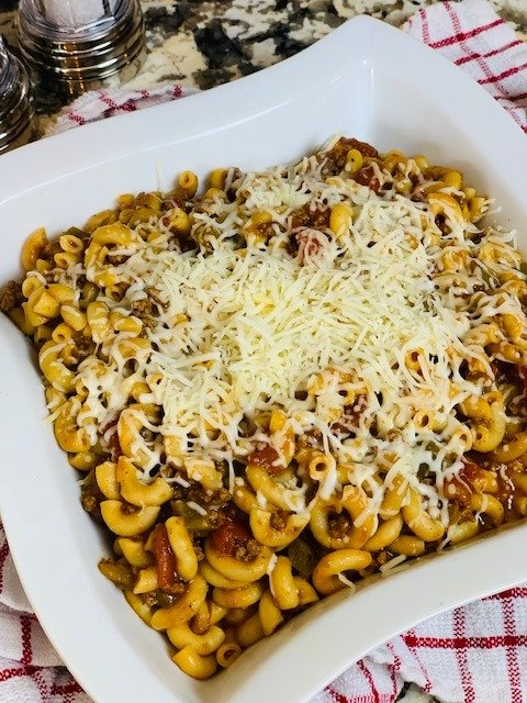 Ninja Foodi goulash, Ninja Foodi pasta, pasta, dinner, beef, Ninja Foodi one pot meal, Instant Pot Goulash, American Chop Suey, Instant Pot American Chop Suey, Goulash, Instant Pot, Goulash, The Tasty Travelers, Instant Pot Weeknight Meal, Instant Pot Pasta, Instant Pot Spaghetti