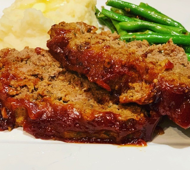 Ninja Foodi recipe, Ninja Foodi meatloaf, Ninja Foodi mashed potatoes, Ninja Foodi dinner, dinner, beef, Ninja Foodi one pot meal, Instant Pot Meatloaf and Mashed Potatoes, instant pot, meatloaf, instant pot meatloaf, meatloaf recipe, the tasty travelers, the best instant pot meatloaf
