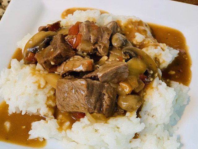 Instant Pot Beef Tips and Gravy, Beef, Dinner, Instant Pot Beef, Instant Pot Dinner, Beef Tips, Instant Pot Beef Tips, mushrooms, tomatoes, The Tasty Travelers