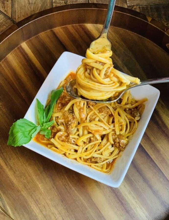 Pressure Cooker Spaghetti, instant pot, ninja foodi, spaghetti, pasta, italian, dinner, weeknight meal, noodles