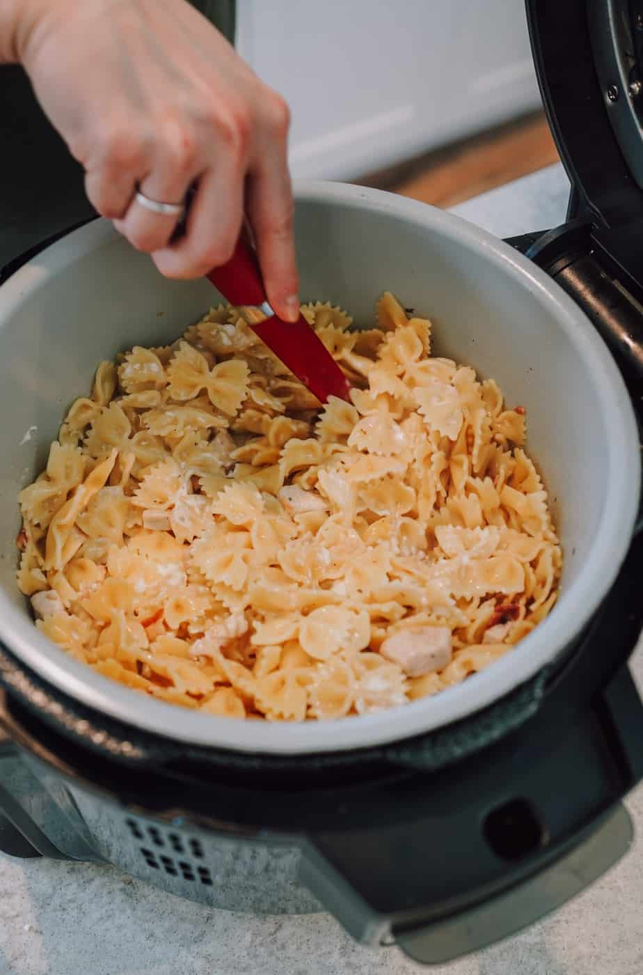 Ninja Foodi, instant pot, crack chicken, chicken, pasta, instant pot, Ninja Foodi, ranch, bacon, cheese, lunch, dinner, main,