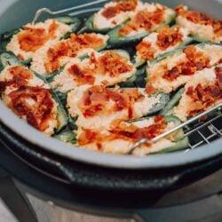 ninja foodi jalapeno poppers, ninja foodi appetizer, ninja foodi pepper, ninja food recipe, jalepeno popper, jalapeno pepper, cheese, bacon, ninja foodi hor devours, ninja foodi side dish, side dish, side