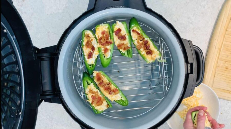 ninja foodi jalapeno poppers, ninja foodi appetizer, ninja foodi pepper, ninja food recipe, jalepeno popper, jalapeno pepper, cheese, bacon, ninja foodi hor devours, ninja foodi side dish, side dish, side