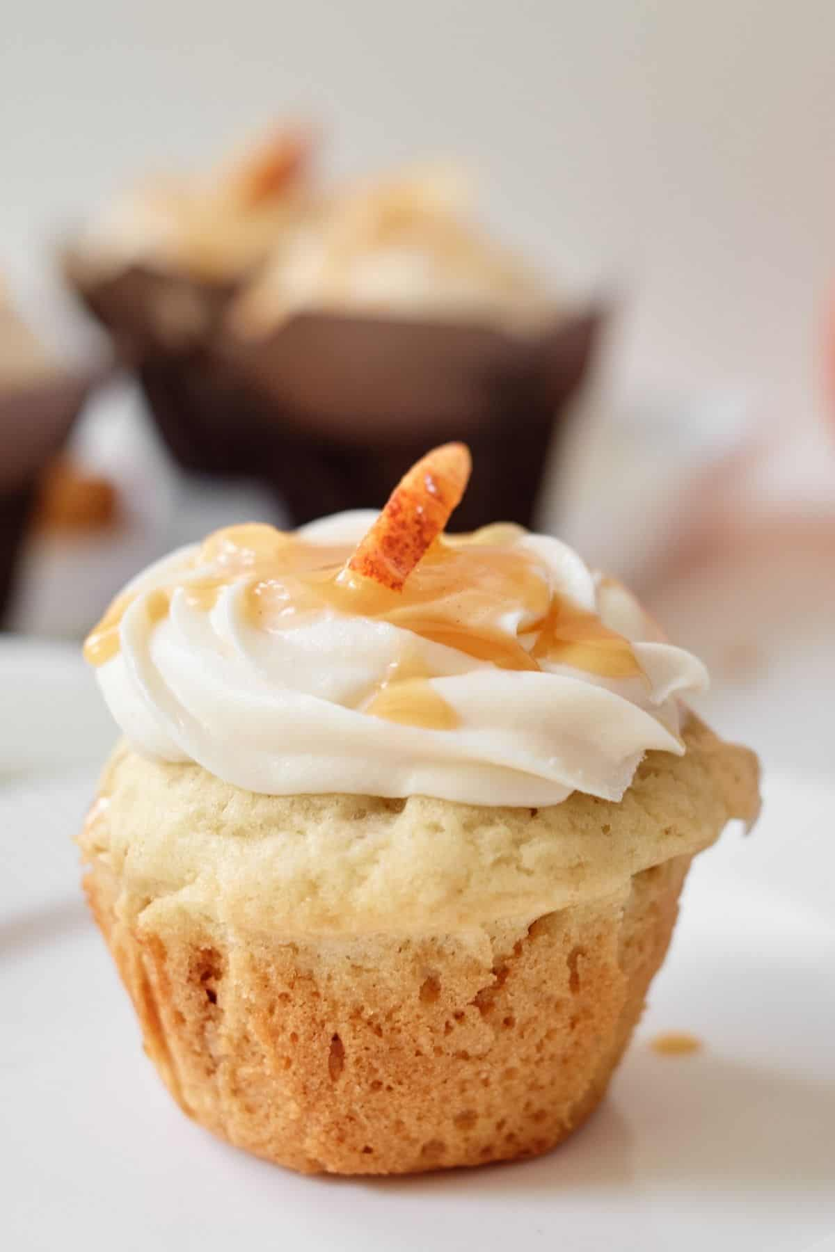 easy_apple_pie_cupcakes_with_caramel_buttercream_frosting
