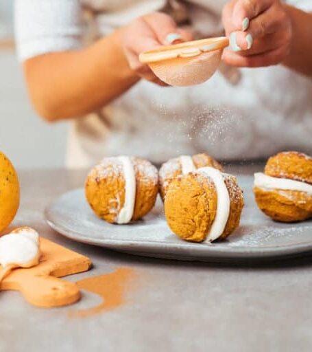 healthy-pumpkin-whoopie-pie-768x512